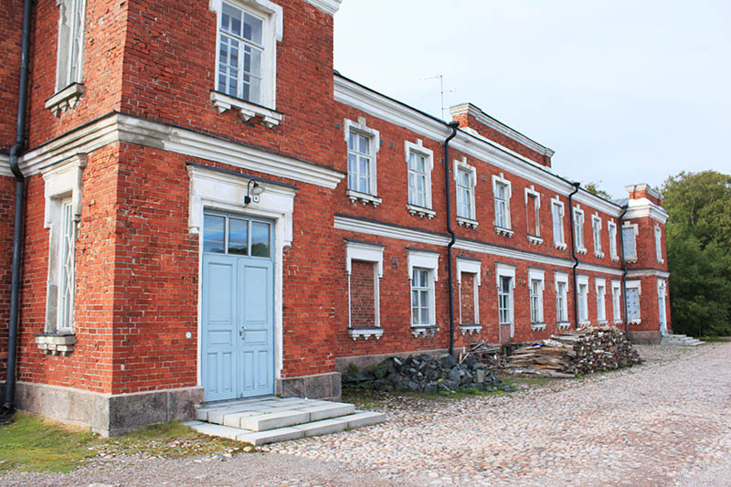 building with red bricks suomenlinna unesco helsinki agirlnamedclara