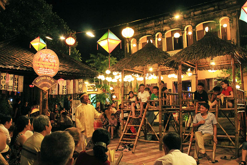 live show game attraction hoi an night market full tourist agirlnamedclara