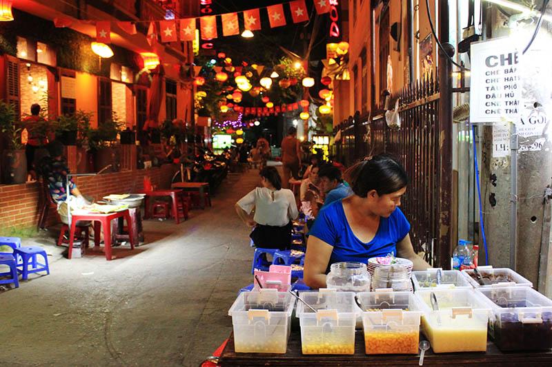 woman sell sweet drinks in alley hoi an night market agirlnamedclara