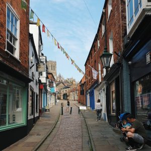 lincoln steep hill with independent shops
