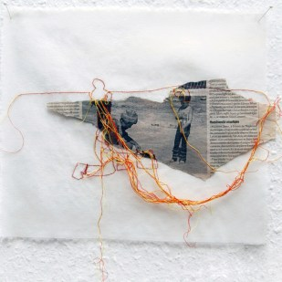 FILI DI ATTUALITA#2 / newspaper sewing on fabric / 30×30 cm / 2006-2010 / Collection Credit Suisse