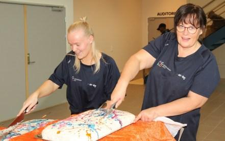 Kakefikserne våre Andrea (t.v.) og Ine