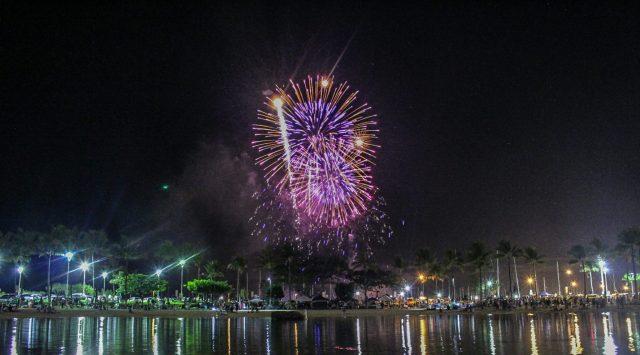 Fireworks Hilton Hawaiian Village | AGlobalStroll.com