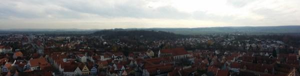 Vista della città di Nördlingen dal campanile della chiesa.