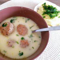 Zupa klopsowa pyszna na obiad na pełnych obrotach