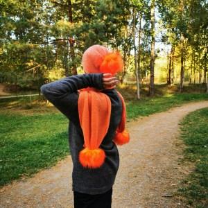 apelsininis šalikas kepurė riešinės