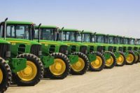 john-deere-tractors-lined-up-at-a-california-agricultural-auction sales