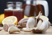 Honey, lemon and garlic as natural medicine