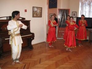 Выступление танцевальной группы Культурного центра им. Дж. Неру