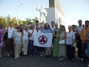 Участники форума на месте приземления Ю.А.Гагарина