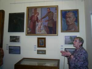 Экскурсию в Хвалынском художественно-мемориальном музее К.С. Петрова-Водкина проводит В.И. Бородина