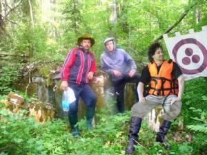 кспедиция на месте затерянной в буйной растительности усадьбы (остров Тулолонсаари, 2009)