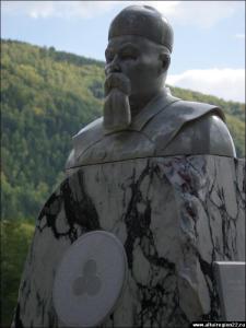 1 На территории туристско-рекреационной зоны «Бирюзовая Катунь» открыт памятник Николаю Рериху