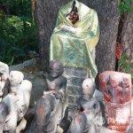 Молитва прошла рядом с коллекцией изображений богов-хранителей долины, собранных в свое время семьей Рерихов.