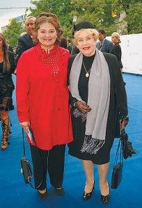 С мамой Инной Макаровой.