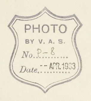 Фотография Николая Рериха с сыновьями — Юрием и Святославом. 11,8×10,4 см. На обороте штамп «Photo by V.A.S» и дата штемпелем — «apr. 1933». Лот 10