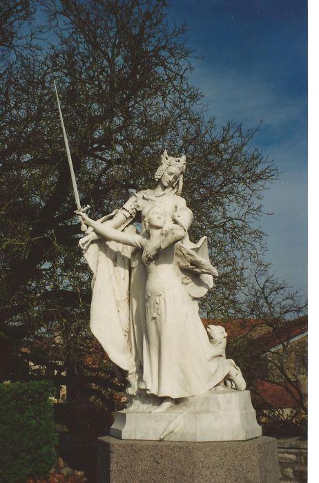Скульптура. Жанна д'Арк и Святая Екатерина. Франция, Domrémy-la-Pucelle