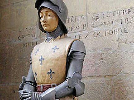 Памятник Жаннs д'Арк (Jeanne d'Arc) в соборе Архангела Михаила в Дижоне (Бургундия)
