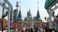 front-Lotte-World-Seoul-is-the-largest-park-in-the-world-588x330