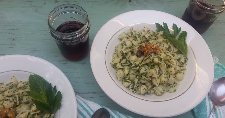 Quick Pasta Recipe with Parsley-Mint Pesto