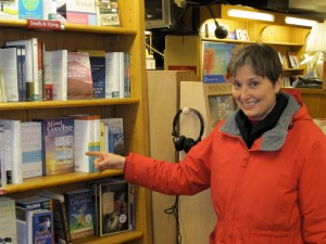 Gail Rubin points to her book @ Boulder Bookstore