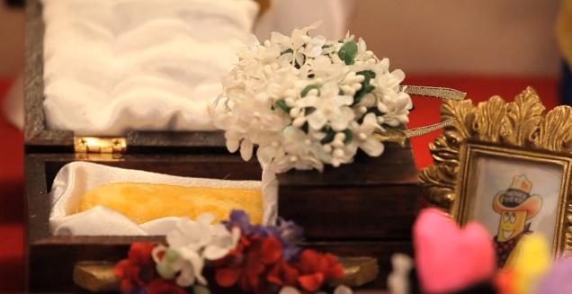 Twinkie in a casket