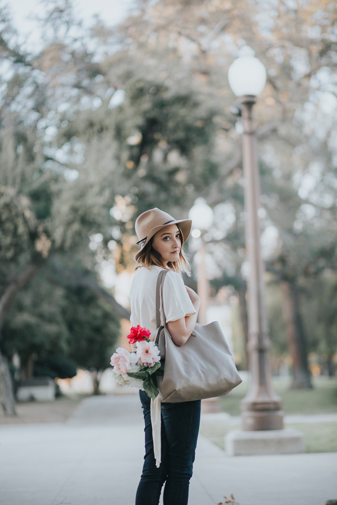 Spring Ready: Zara Side Knot Top, Cuyana Tote & American Eagle Dark Denim Jeans | A Good Hue