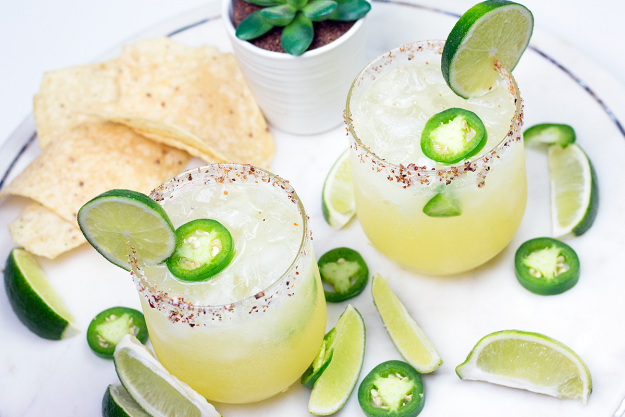 Spicy Fizzy Skinny Margarita for Cinco de Mayo | A Good Hue