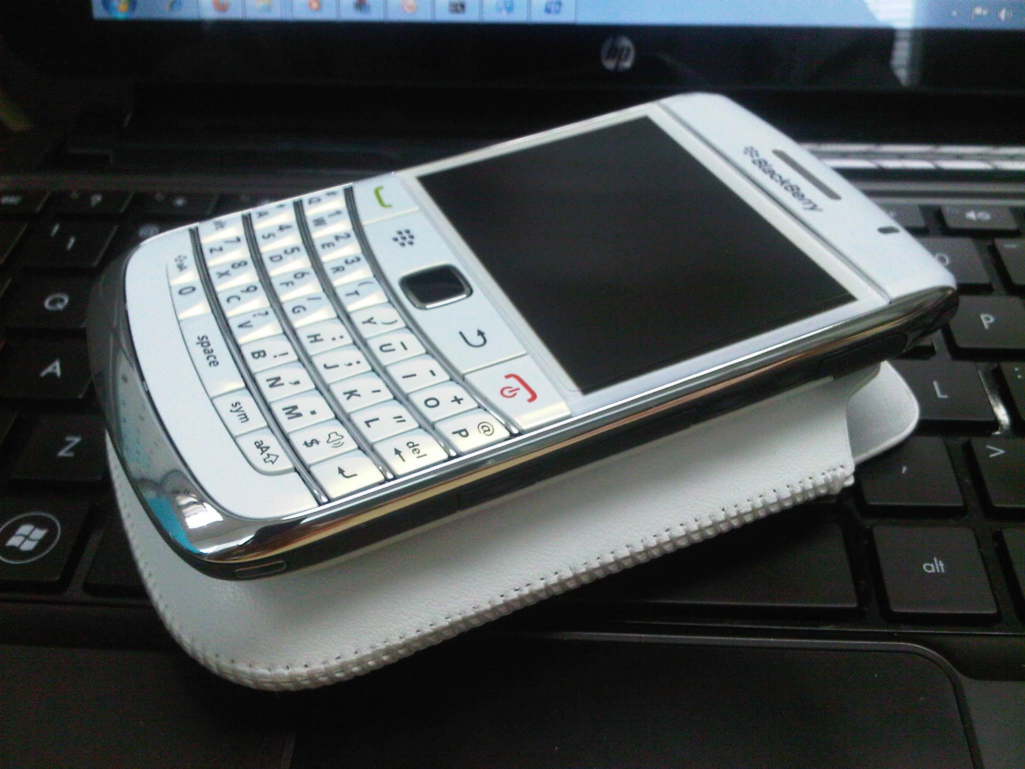 BlackBerry® Bold 9700 White Edition