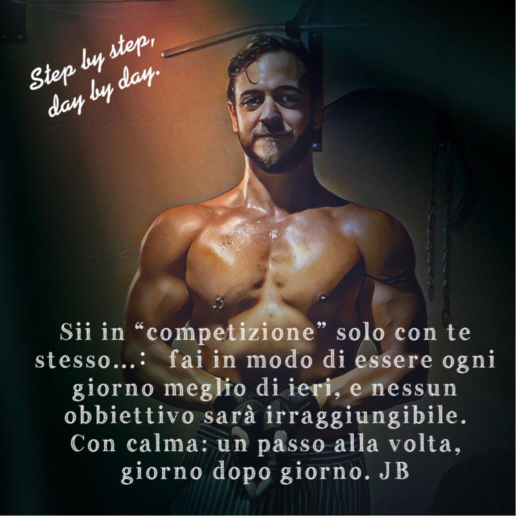 sii in competizione solo con te stesso. fai in modo di essere ogni giorno meglio di come eri ieri e nulla ti sarà impossibile. Un passo alla volta, giorno dopo giorno.