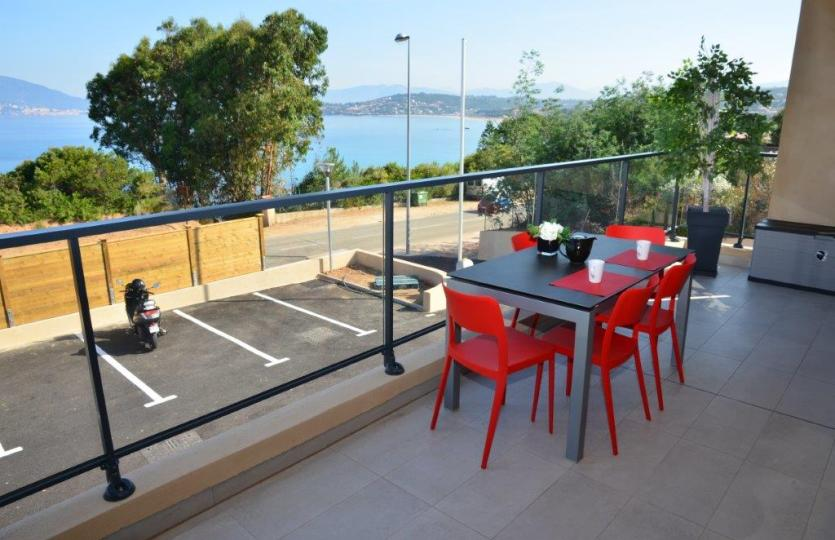 LOCATION APPARTEMENT T3 55m² AGOSTA PLAGE VUE MER