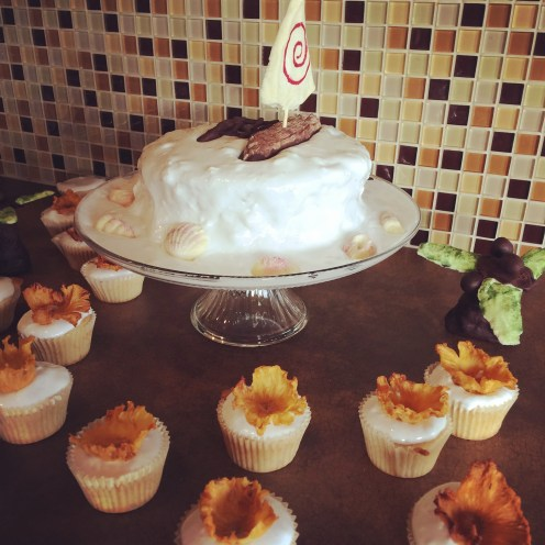 Moana boat and flower cupcakes