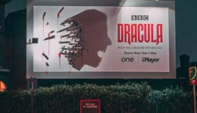 Outdoor do Drácula que se transforma à noite