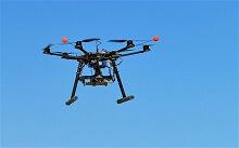Dron sobre volando olivar