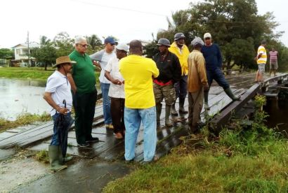 Minister and the team interacting with flood affected persons during the outreach