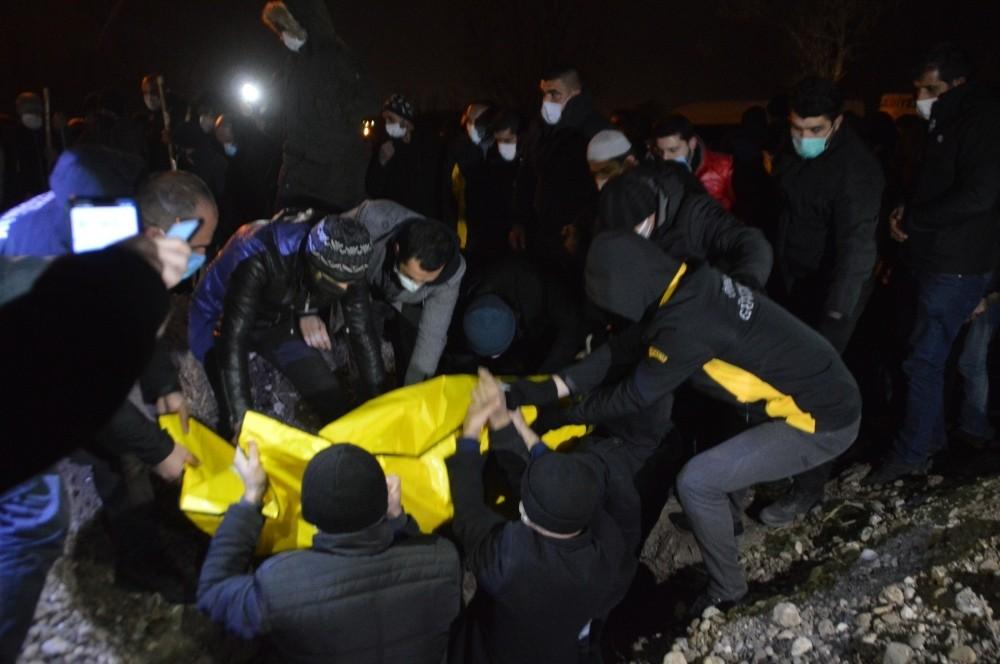 Yangında ölen baba ve 2 çocuğu yan yana defnedildi