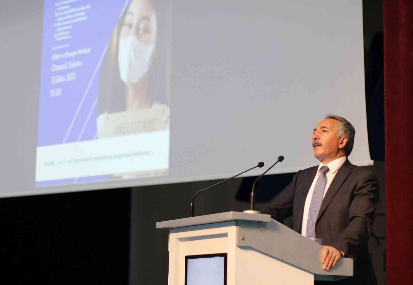 AİÇÜ Rektörü Prof. Dr. Karabulut öğrencilerle bir araya geldi