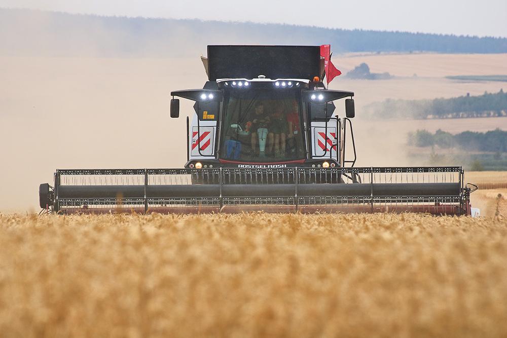 Torum rotormaaidorser van Rostselmash heeft veel verbeteringen - Agri Trader Test Jaarboek (19)