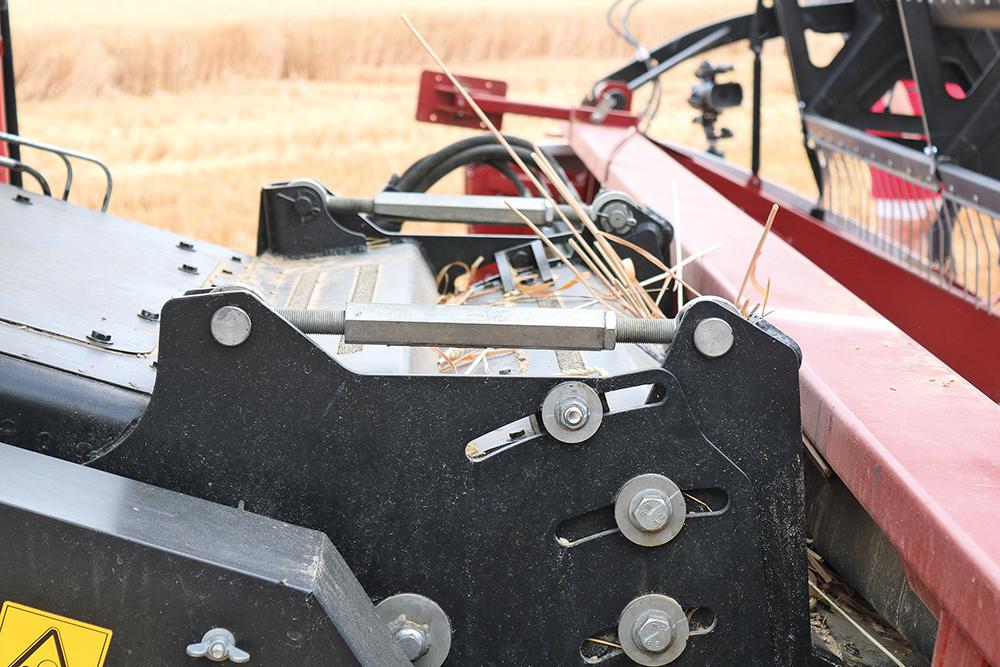 Torum rotormaaidorser van Rostselmash heeft veel verbeteringen - Agri Trader Test Jaarboek (22)