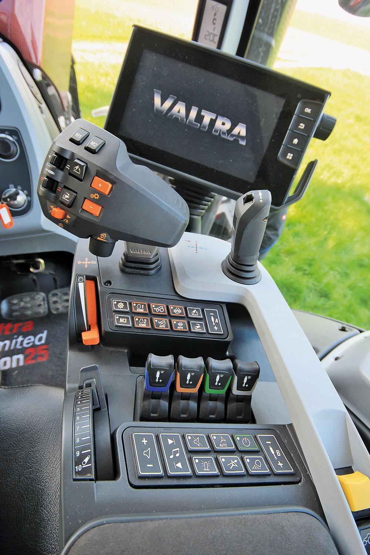 Valtra T-serie tractor - sterker en sneller - Agri Trader Test Jaarboek (16)