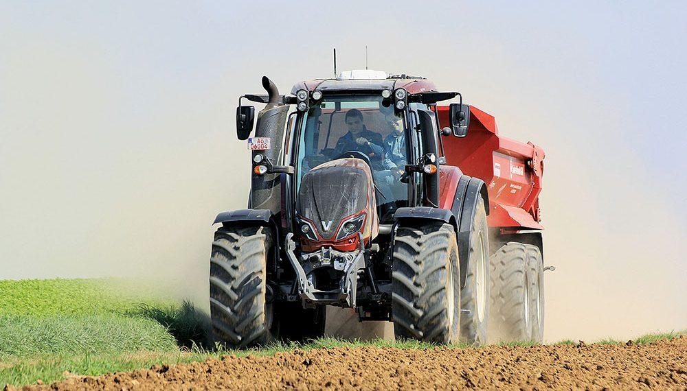 Valtra T-serie tractor - sterker en sneller - Agri Trader Test Jaarboek (5)