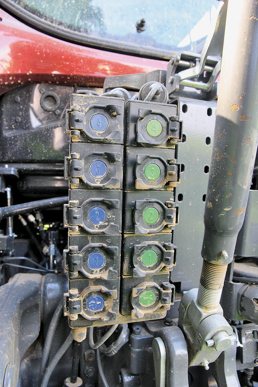 Valtra T-serie tractor - sterker en sneller - Agri Trader Test Jaarboek (9)