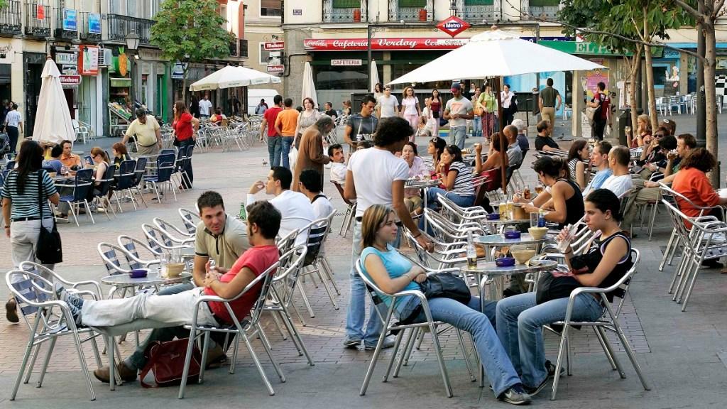 Los rebrotes salpican España, muchos de ellos por saltarse las normas