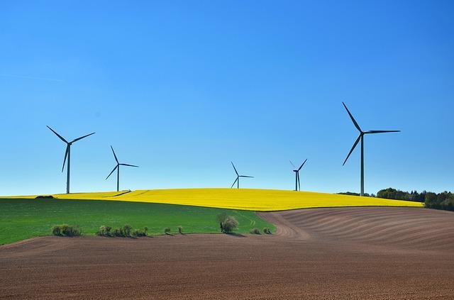Molinos de viento como energía limpia en la sostenibilidad ambiental