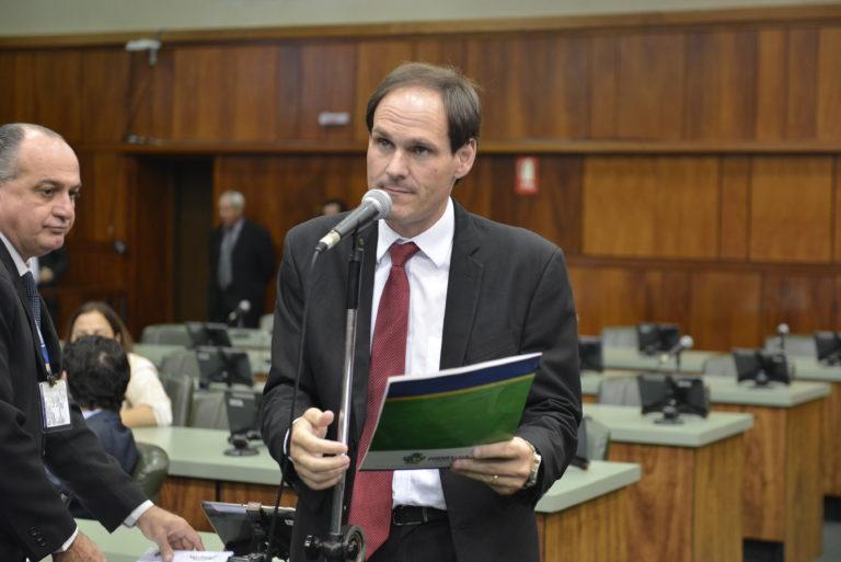 deputado-Lissauer-Vieira-PSB-defendendo-no-plenário-768x513