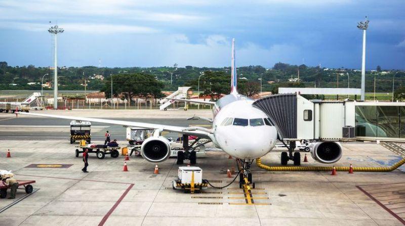 aviao-abastecimento-aeroporto-brasilia
