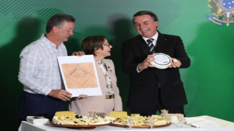 bolsonaro tereza cristina selo arte palacio do planalto pr
