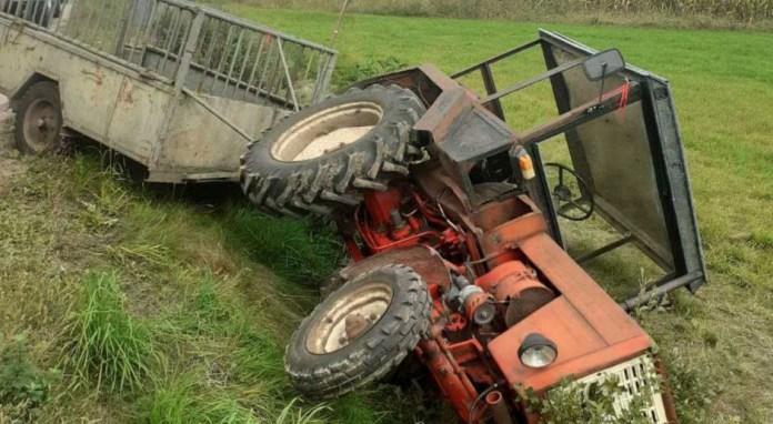 Pijany traktorzysta zakleszczony pod traktorem