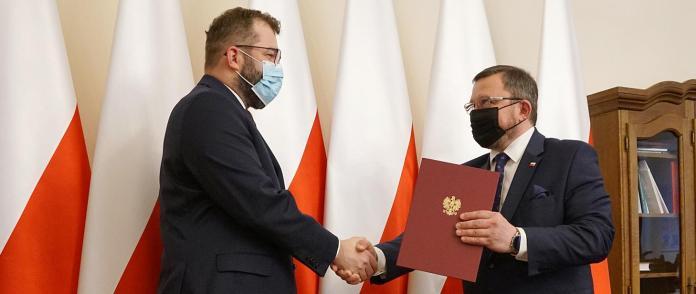 Minister rolnictwa i rozwoju wsi Grzegorz Puda wręczył akt powołania nowemu szefowi inspekcji weterynaryjnej