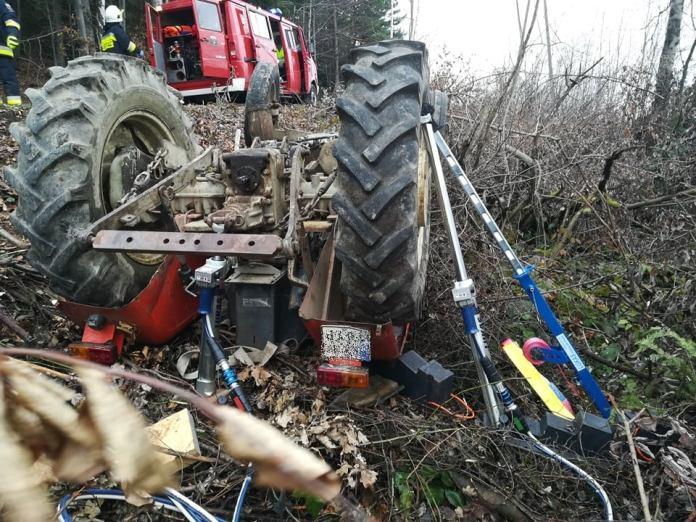 Ursus zmiażdżył 48-letniego traktorzystę Fot.: Ochotnicza Straż Pożarna w Łukowicy
